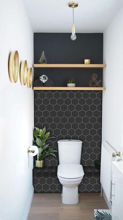 Lavabo com papel de parede preto