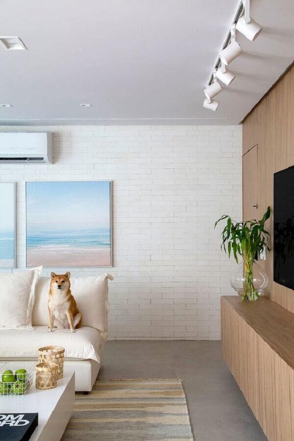parede de tijolinho branca para sala de estar decorada em cores claras Foto Casa de Valentina