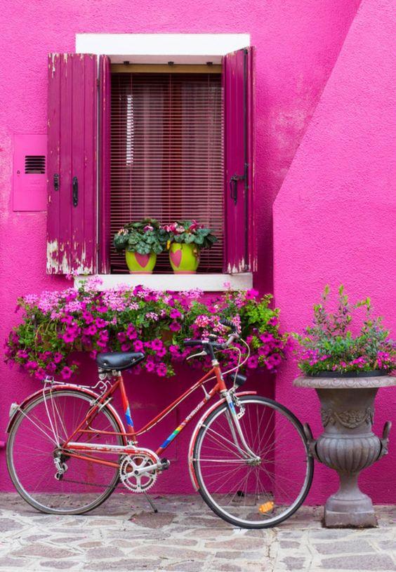 Parede pink com flores combinando