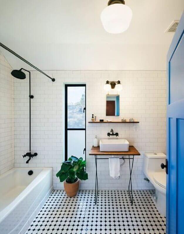 piso preto e branco e vaso de planta para decoração de banheiro simples Foto Pinterest
