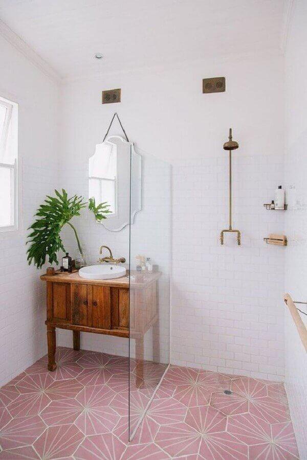 piso rosa para decoração de banheiro simples com gabinete de madeira Foto Pinterest