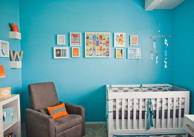 poltrona cinza para decoração de quarto de bebê simples azul turquesa Foto Pinterest