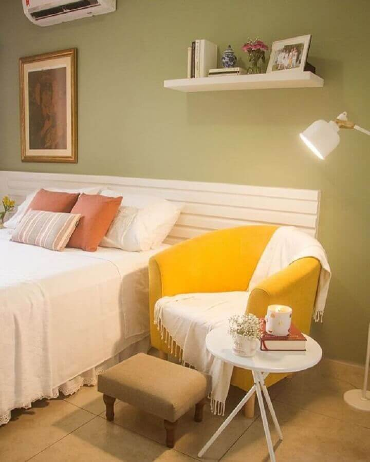 poltrona de leitura para quarto de casal simples Foto Lulu & Georgia