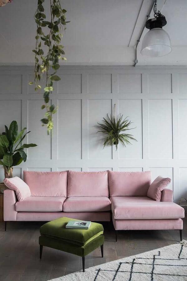 puff colorido verde para sala cinza claro decorada com sofá rosa Foto Pinterest