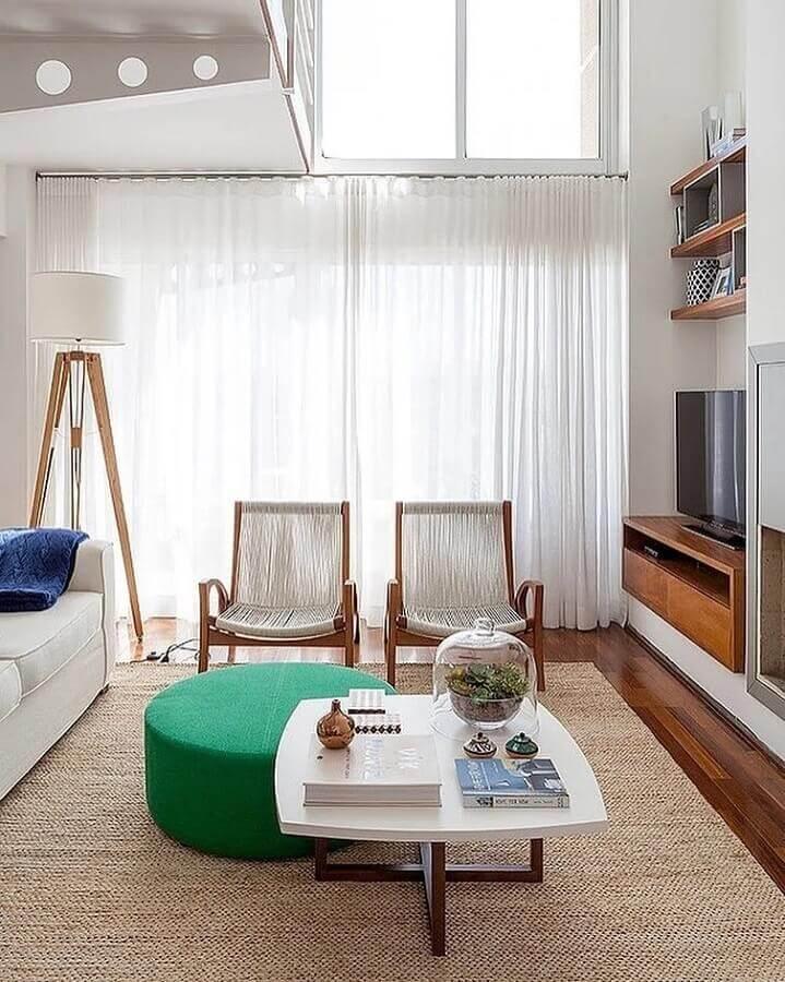 puff redondo colorido para sala de estar decorada em cores neutras Foto Casa 2 Arquitetos