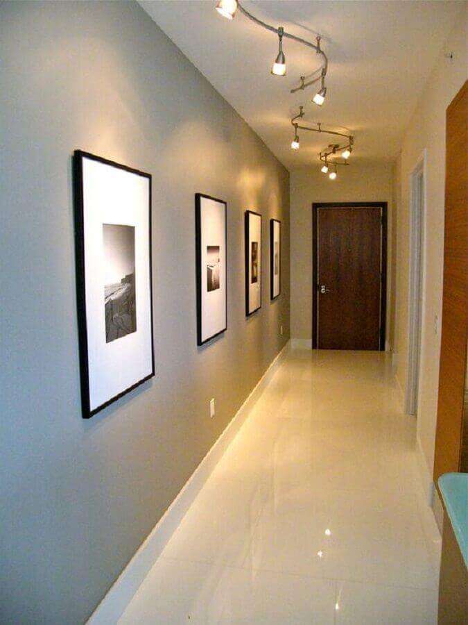 quadro para corredor de apartamento decorado com luminária de teto moderna Foto Houzz