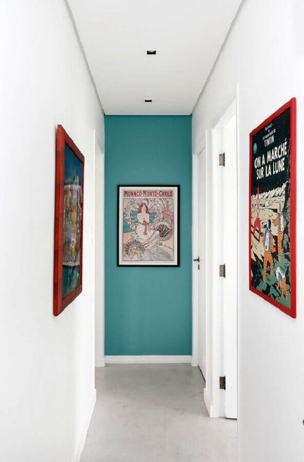 quadro para corredor pequeno decorado com paredes brancas e verde Foto Casa de Valentina