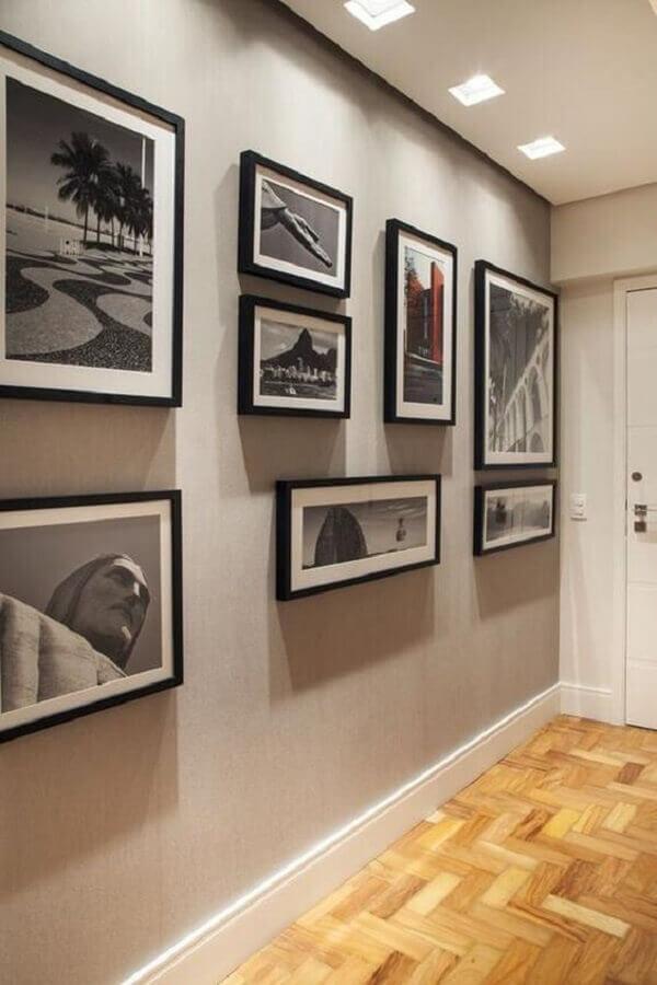 quadros decorativos para corredor decorado em tons de cinza  Foto Pinterest