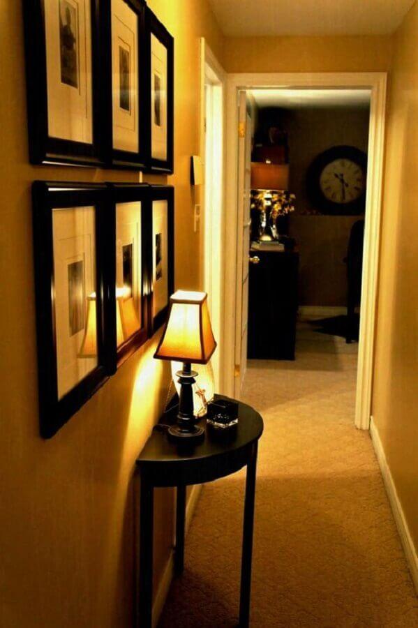 quadros para corredor clássico decorado em cores neutras  Foto Pinterest