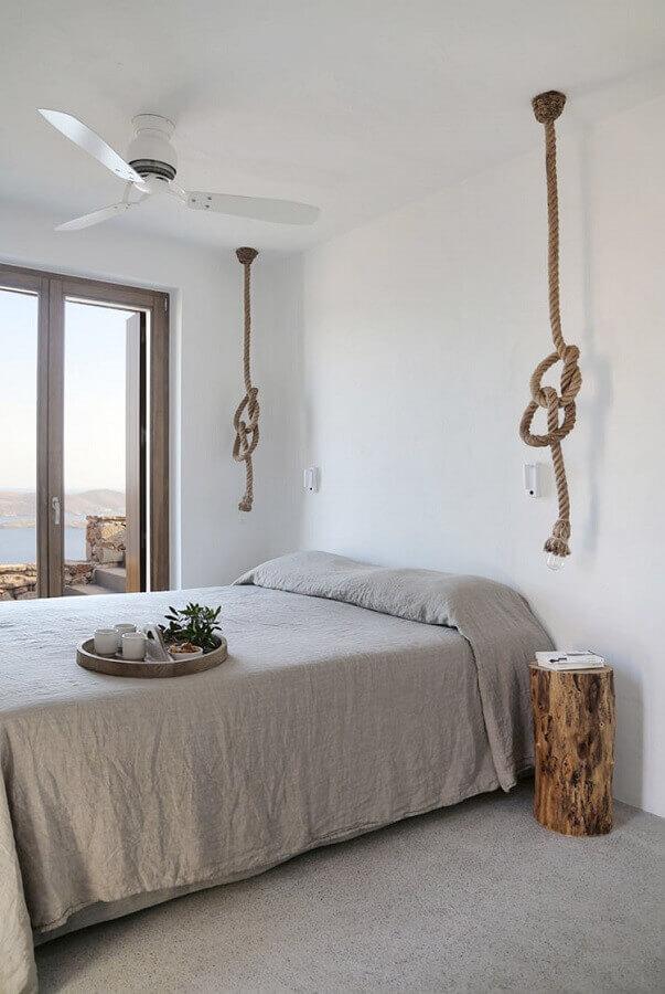 quarto simples decorado com luminária rústica de corda Foto House Diaries