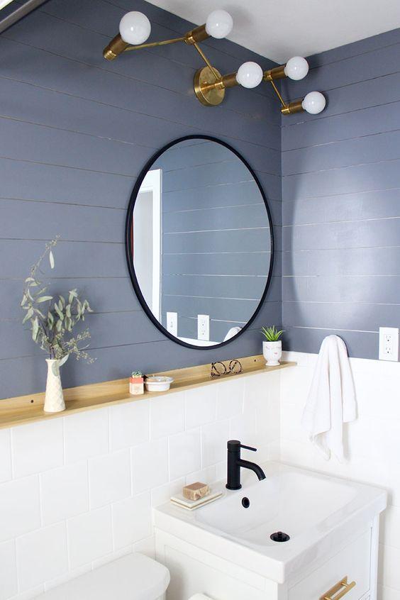Decore seu banheiro com o revestimento em diferentes tons de azul