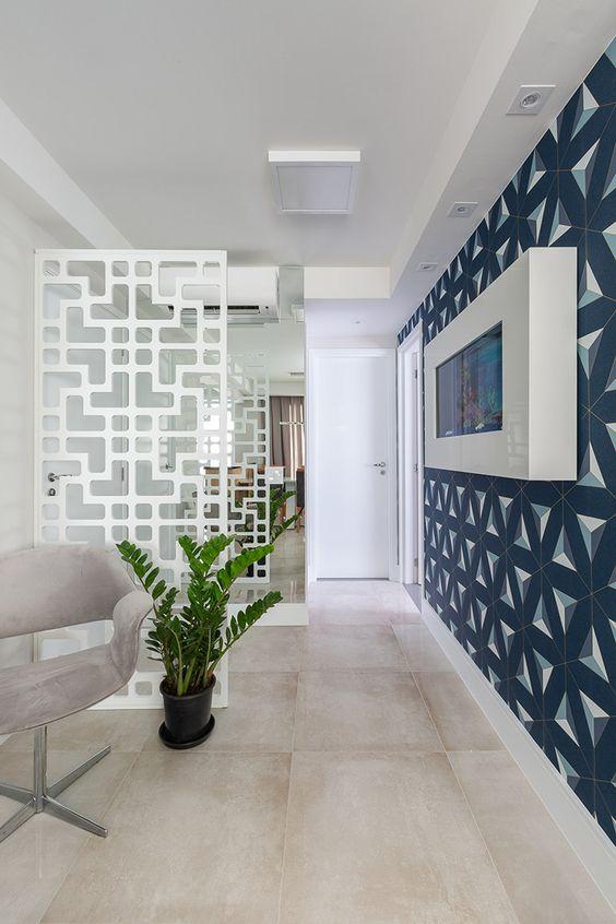 A sala de estar fica ainda mais bonita com um papel de parede
