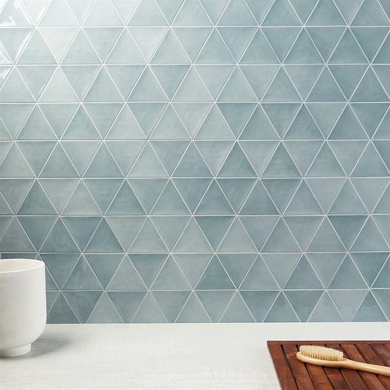 Revestimento geométrico azul em triângulos moderno