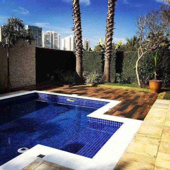 Capriche no revestimento azul para piscina