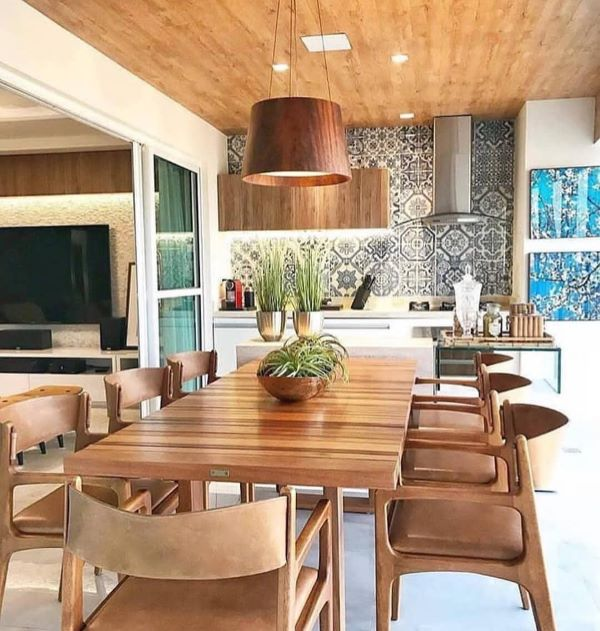 Revestimento para área gourmet com churrasqueira de madeira