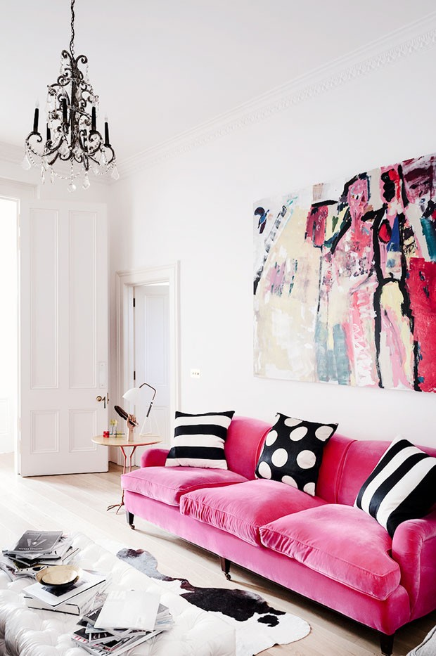 Sofá rosa pink com almofada preto e branco