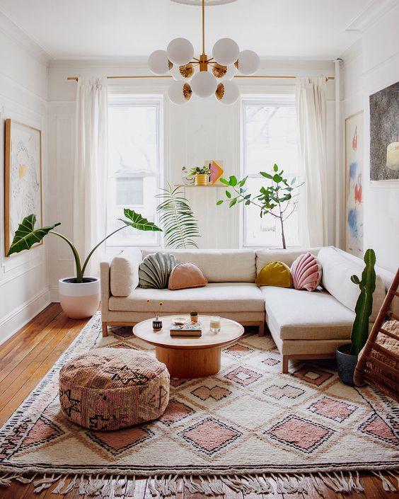 Sala moderna com tapete grande
