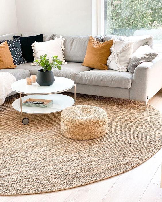 Tapete grande e redondo para sala de estar