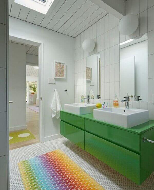 Tapete para banheiro com bancada verde