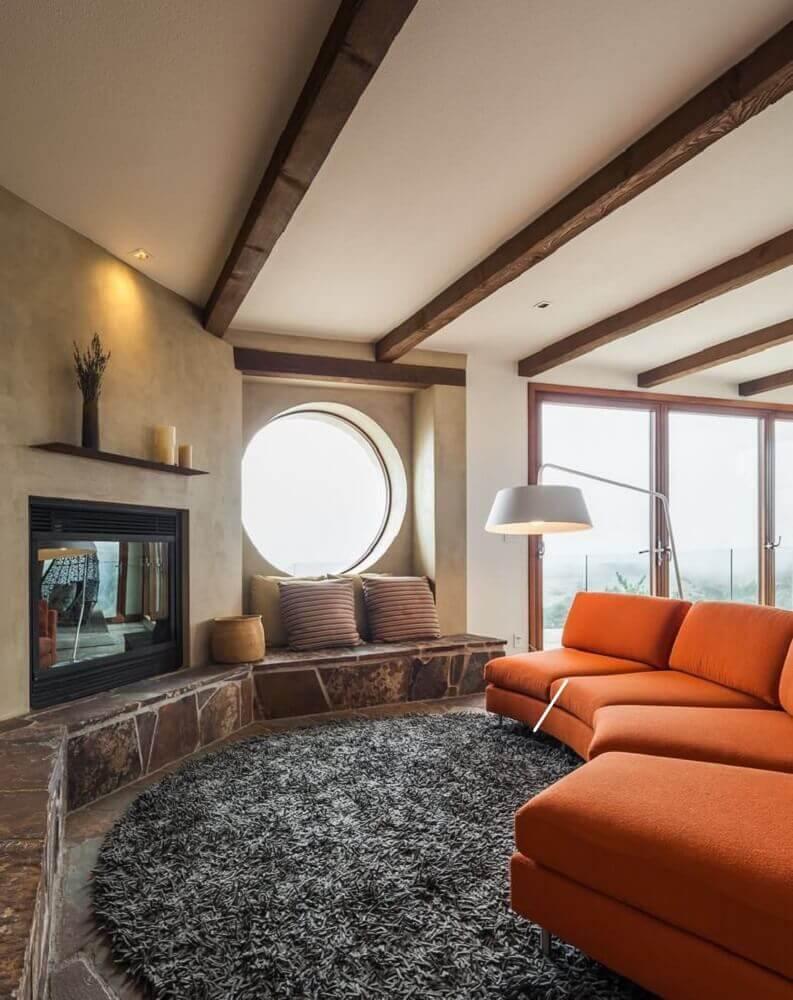 Tapete redondo para sala de estar amplaTapete redondo para sala de estar ampla