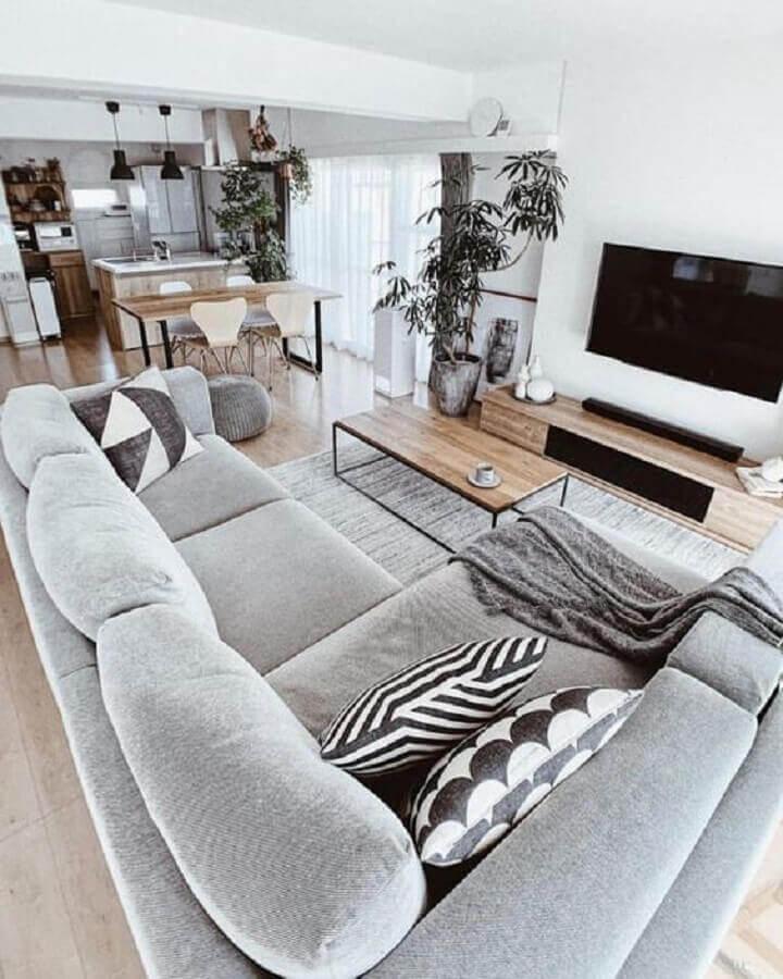 tons de cinza e móveis de madeira para decoração de casa em conceito aberto Foto Pinterest
