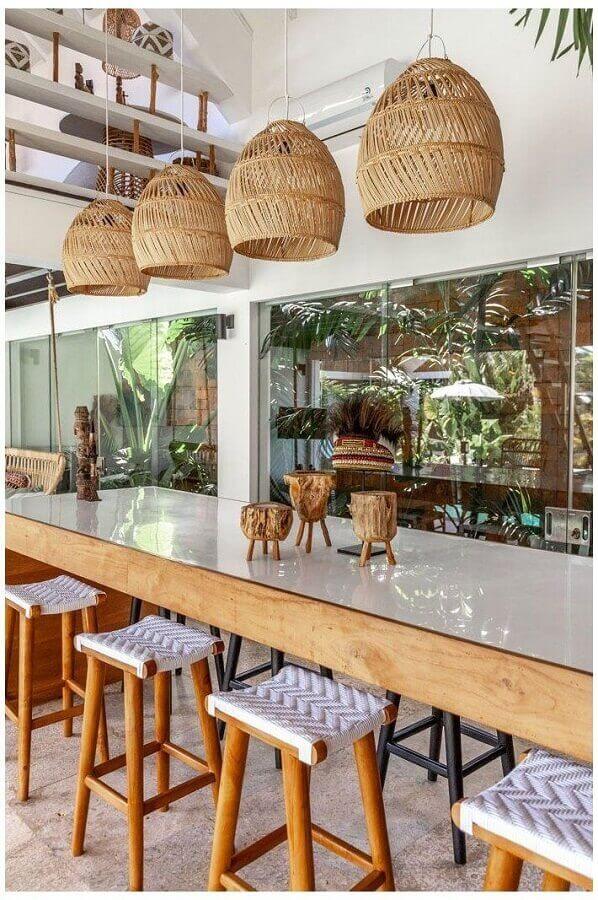 varanda decorada com luminária pendente rústica Foto Pinterest
