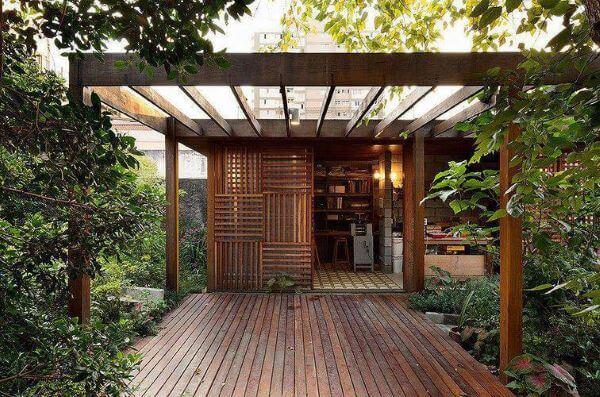Pergolados de madeira com cobertura de vidro