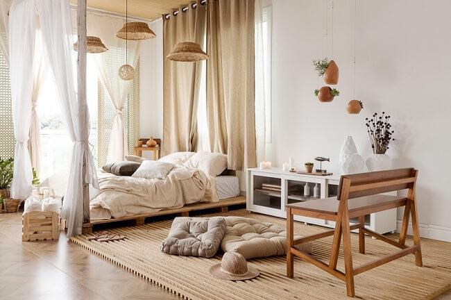 Tendências para quartos em 2021: para uma decoração escandinava opte por jogos de cama em tom claro