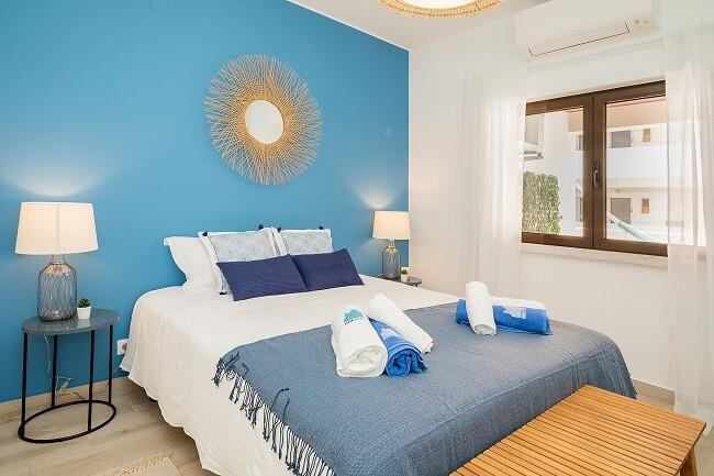 Invista em tonalidades mais intensas na pintura do seu apartamento pequeno