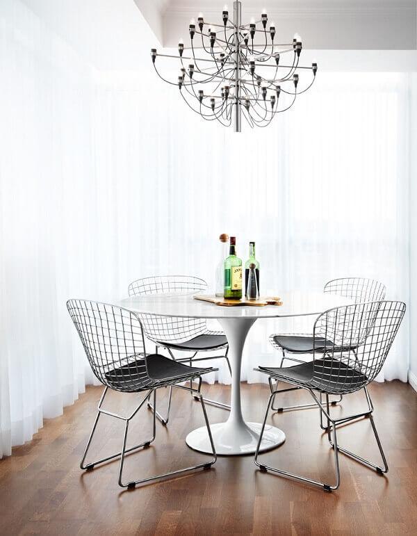 As cadeiras de cozinha cromada são funcionais e atemporais