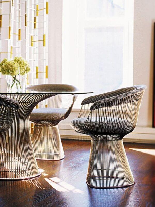 A cadeira cromada Platner é pura sofisticação