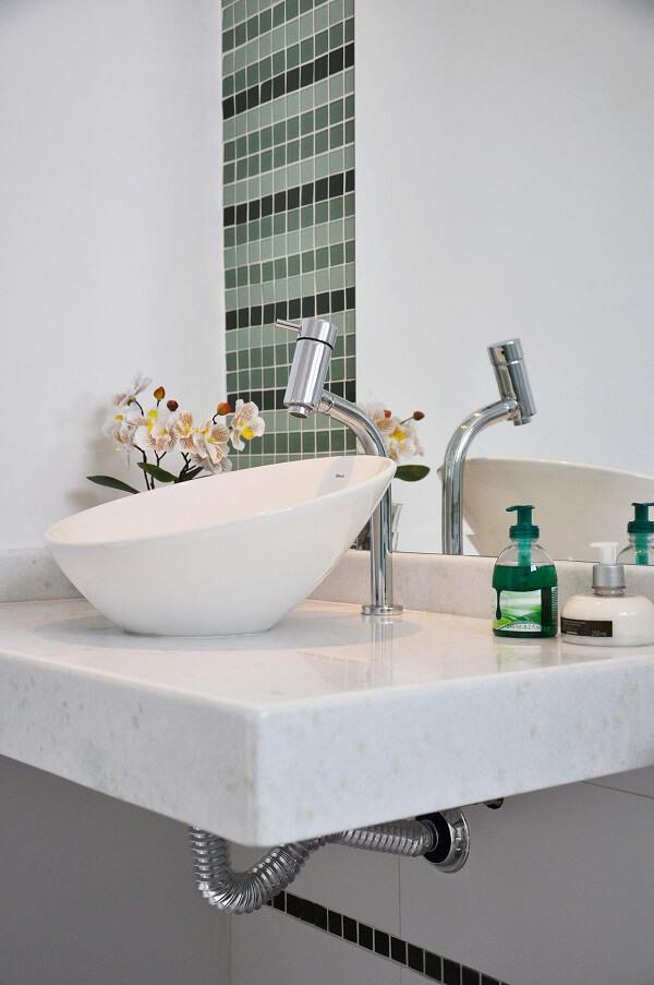 A cuba de apoio para banheiro pequeno em formato oval faz sucesso entre o público