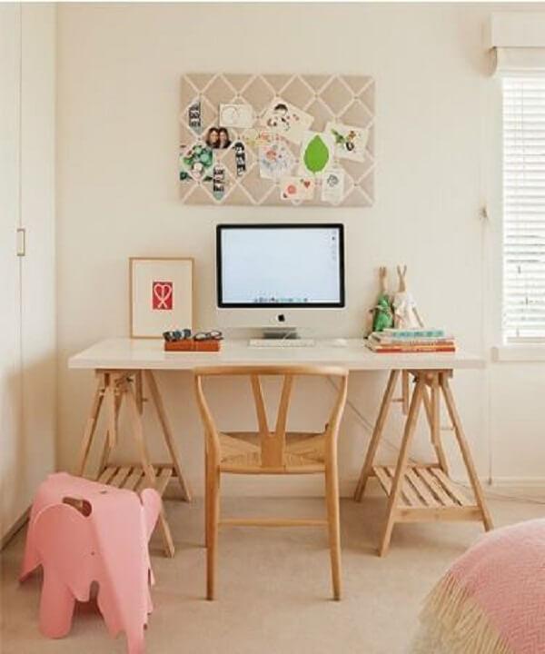 A escrivaninha de madeira rústica estilo cavalete está em alta
