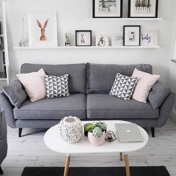 Sofá simples cinza