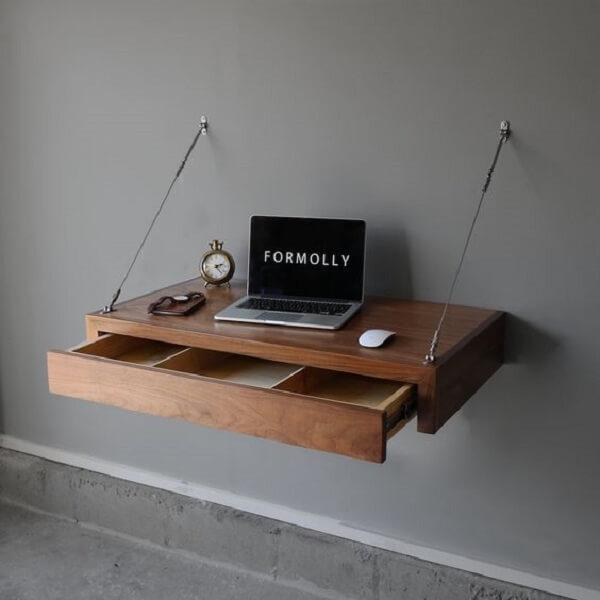 Até a escrivaninha de madeira maciça suspensa pode ter gavetas