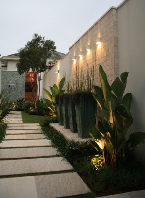 Avalie a quantidade de luminárias para corredor necessárias no projeto