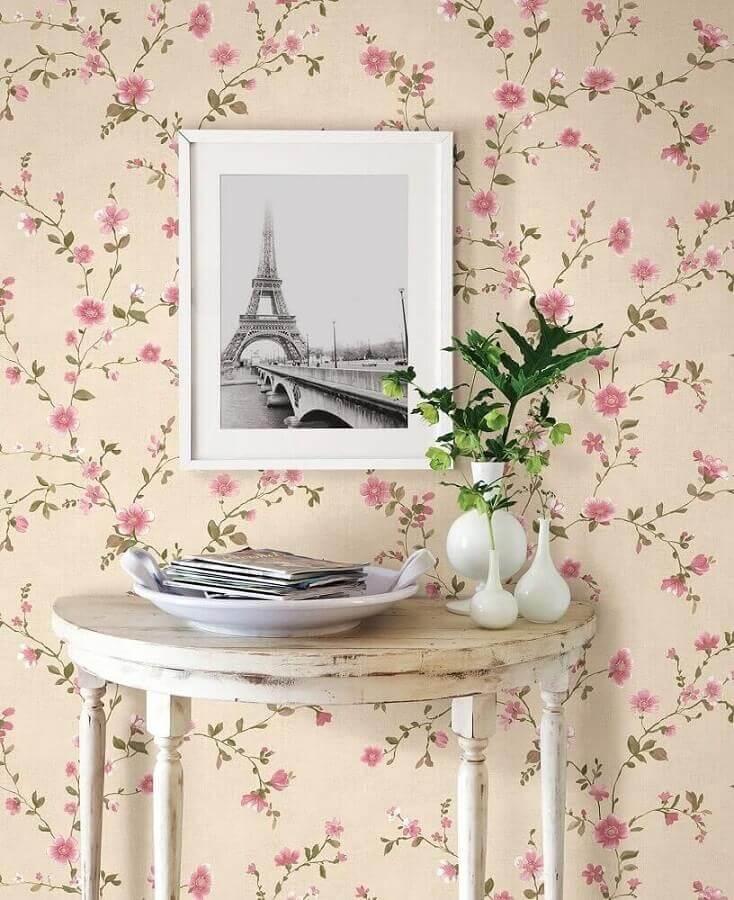 Decoração simples com papel de parede floral romântico Foto Fashionismo