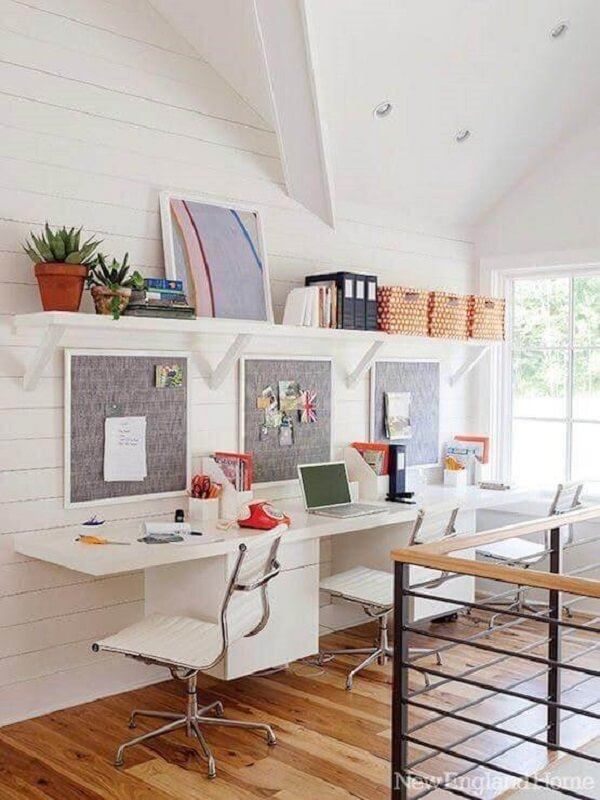 Decore o seu home office com cadeira giratória com base cromada