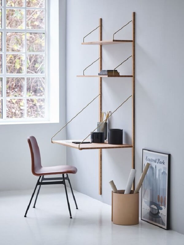 Escrivaninha de madeira com design minimalista