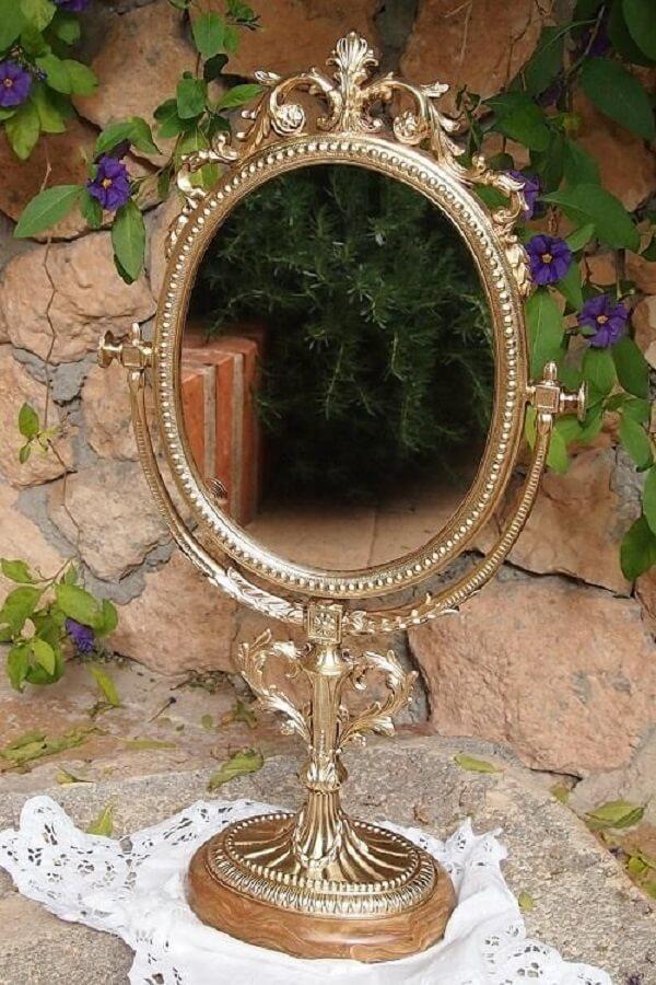 Espelho de mesa vintage com estrutura em dourado