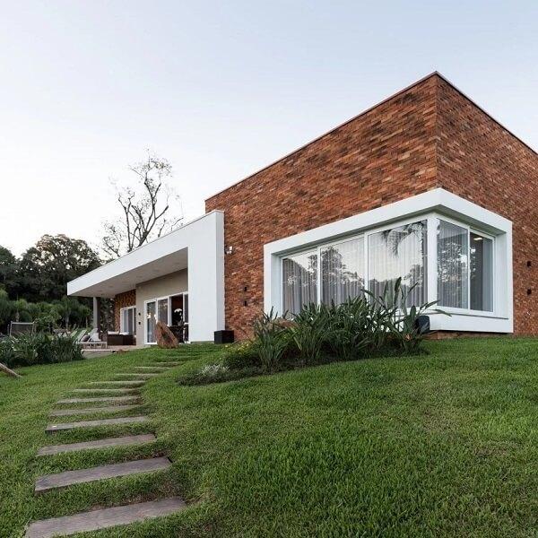 Fachada deslumbrante com revestimento de parede tijolinho