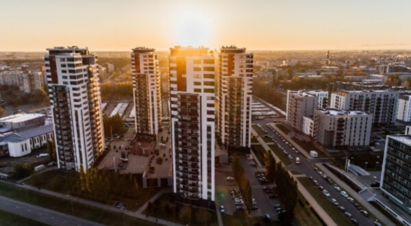 Privacidade, espaço de terraço e tetos altos são alguns dos benefícios atrelados ao comprar uma cobertura