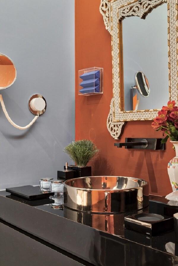 Modelo de cuba de apoio para banheiro com design ousado