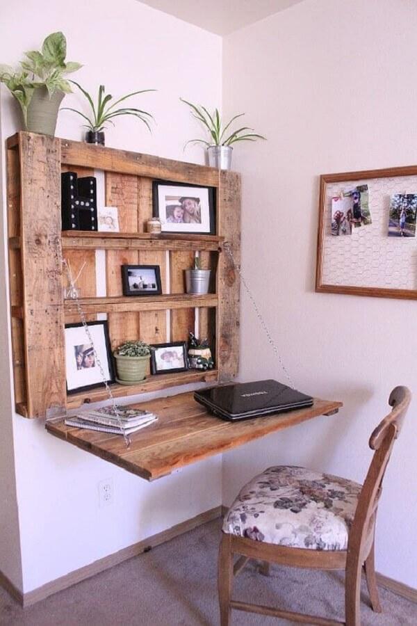 Modelo de escrivaninha de madeira rústica feita com pallet