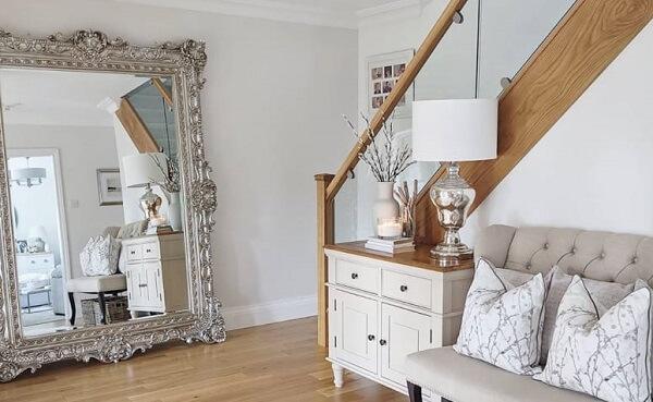 Modelo de espelho de chão vintage na cor prateada