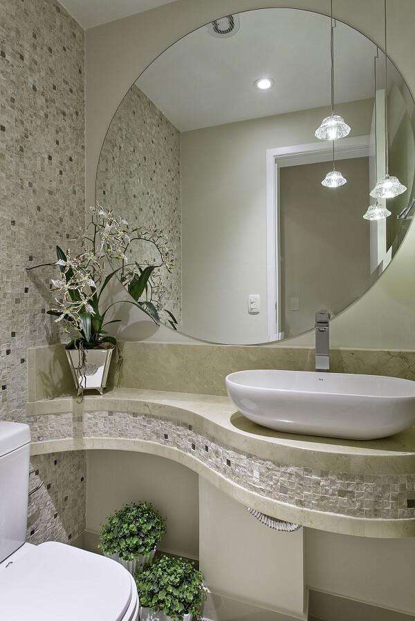 O apoio de cuba para banheiro segue um formato orgânico