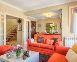 O bege pode ser uma excelente alternativa para aqueles que desejam realizar a pintura do seu apartamento pequeno