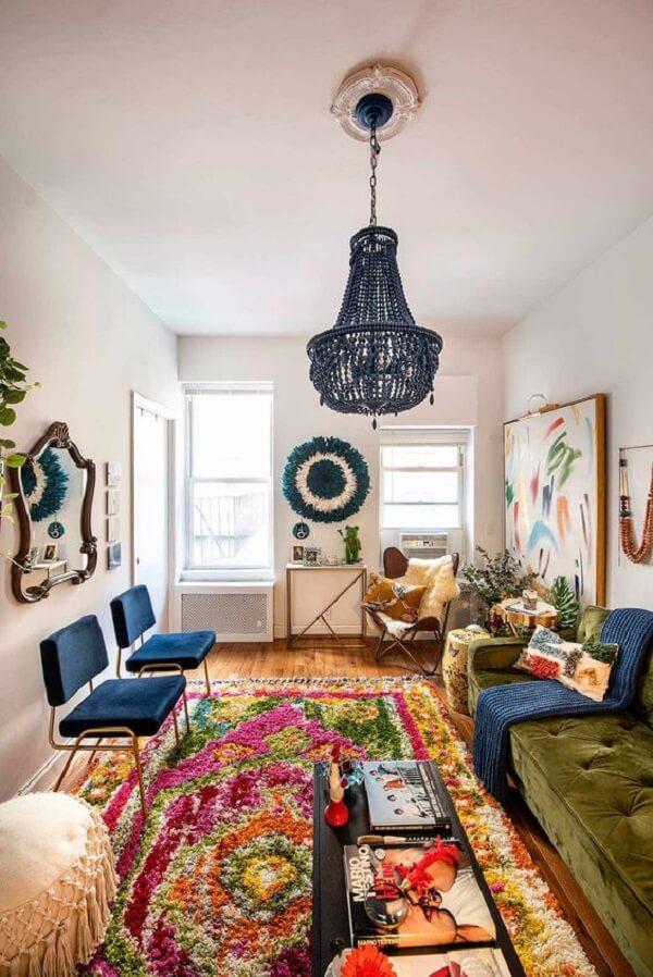 O espelho vintage agrega valor na decoração da sala de estar