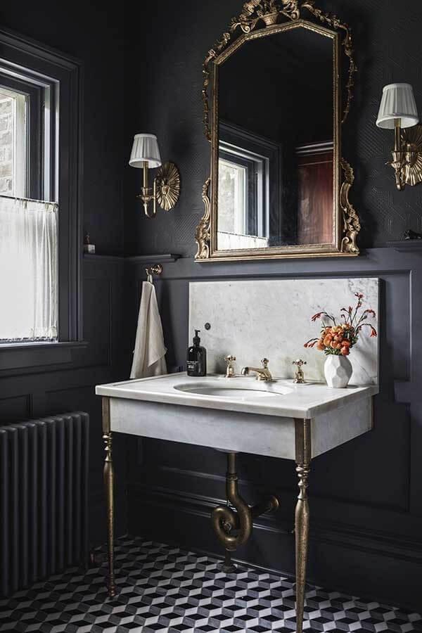 O espelho vintage para banheiro traz elegância para a decoração