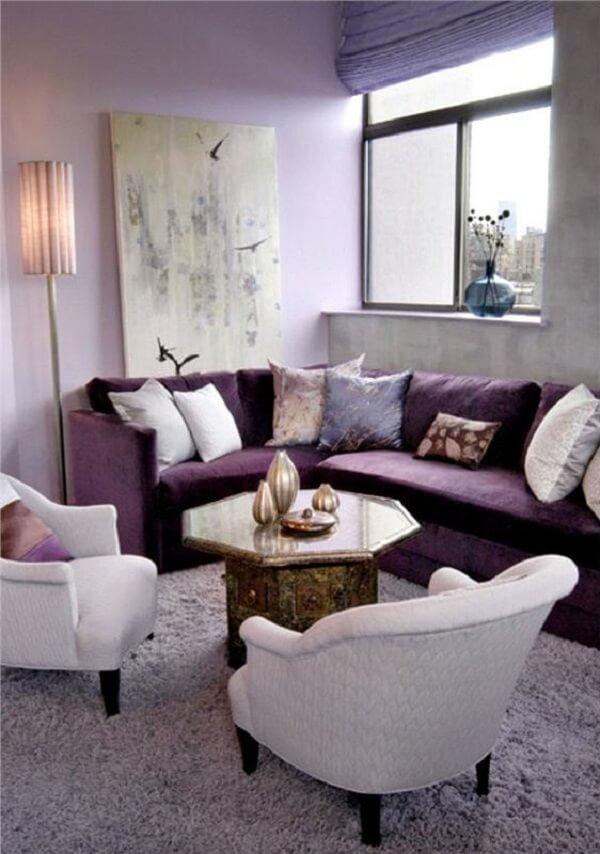 O sofá roxo de canto foi a opção perfeita para esse projeto